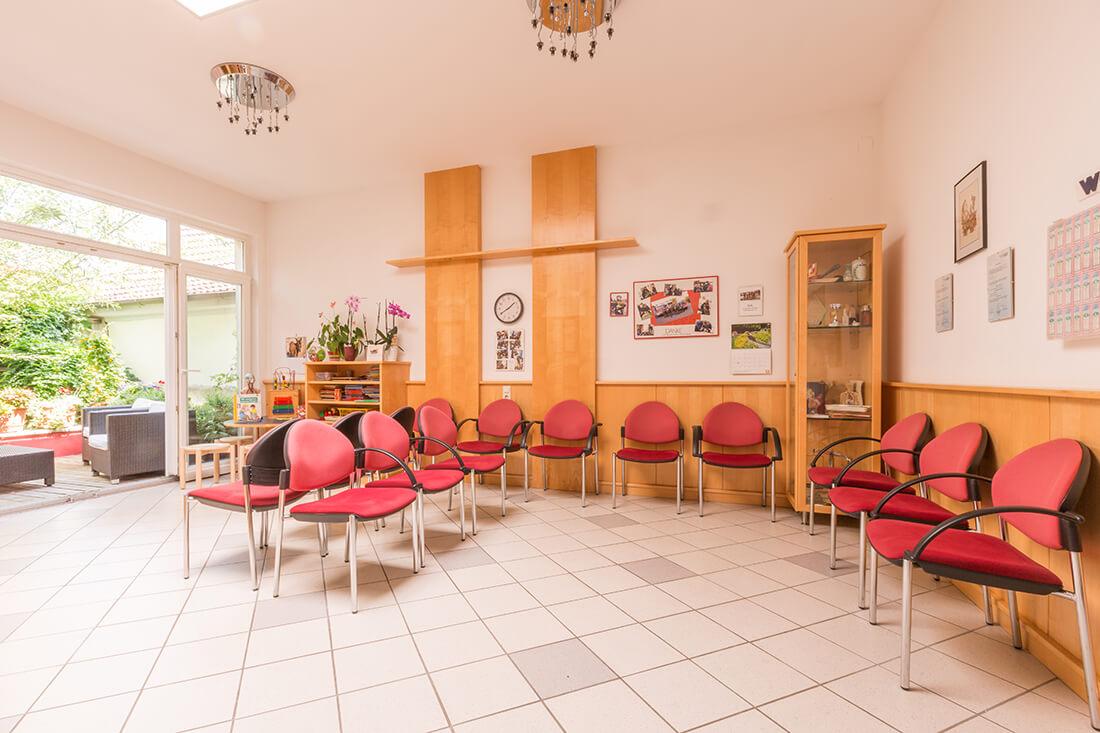 Hausarzt Bernhardsthal - Neugebauer - Wartezimmer unserer Praxis