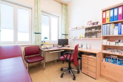 Hausarzt Bernhardsthal - Neugebauer - Beratungs- und Behandlungszimmer der Praxis